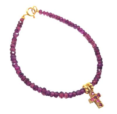 Pulsera de rubíes con cruz 140€