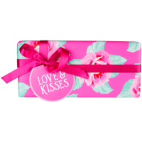 front_love_and_kisses_valentines_gift_commerce